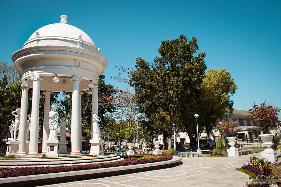 Molo Plaza